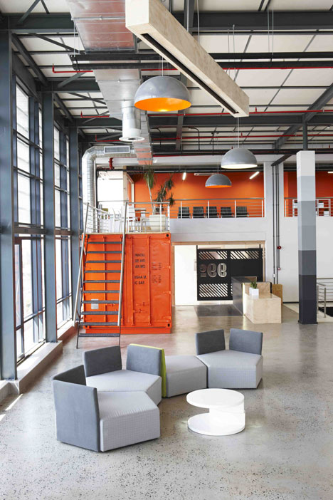 99c-office-interior-by-Inhouse-Brand-Architects_4