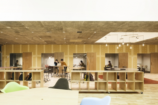 Kashiwa-no-ha Innovation Lab Shared Office Design by Naruse Inokuma Architects