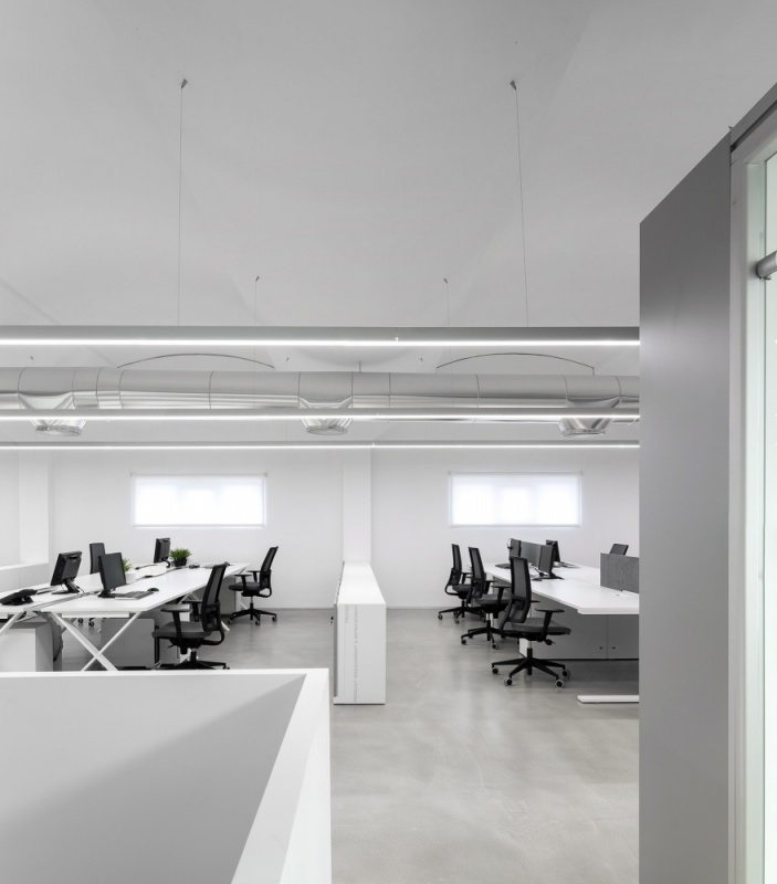 Famo Refurbished Office Design by Moura Martins Architects